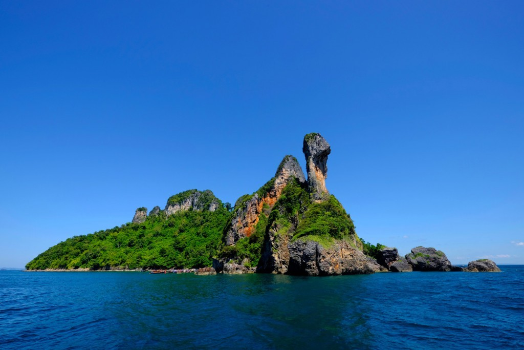 XB, chicken, islands, Thaland, Asia, water, sea, vacation, boat, trees, moutains, rocks, Southeast Asia, vegetation, blue, sky, horizontal